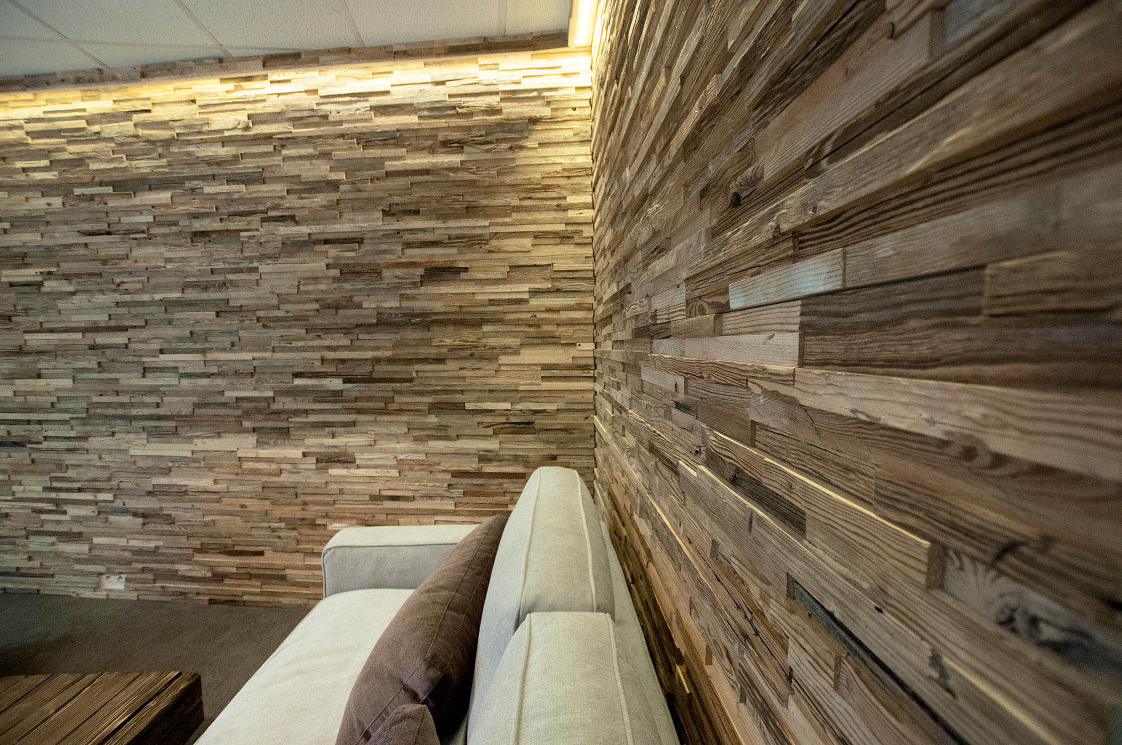 Reclaimed wood 3D wall panel