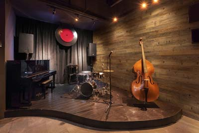 reclaimed wood in jazz bar